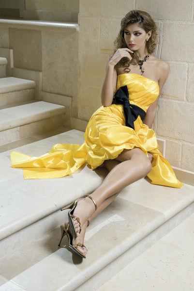 Beispiel: Extravagante Kleider, Foto: Gina's Sposa.