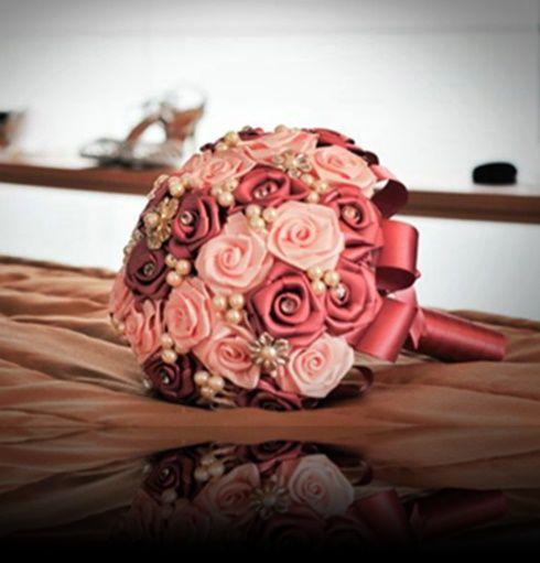 Buquê rosas cetim e broches, rosa antigo e rosa claro
