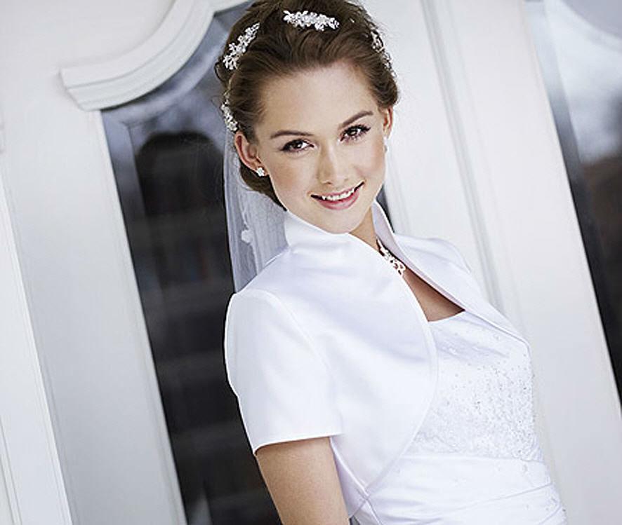 Beispiel: Bolero, Foto: Magy's Brautmode.