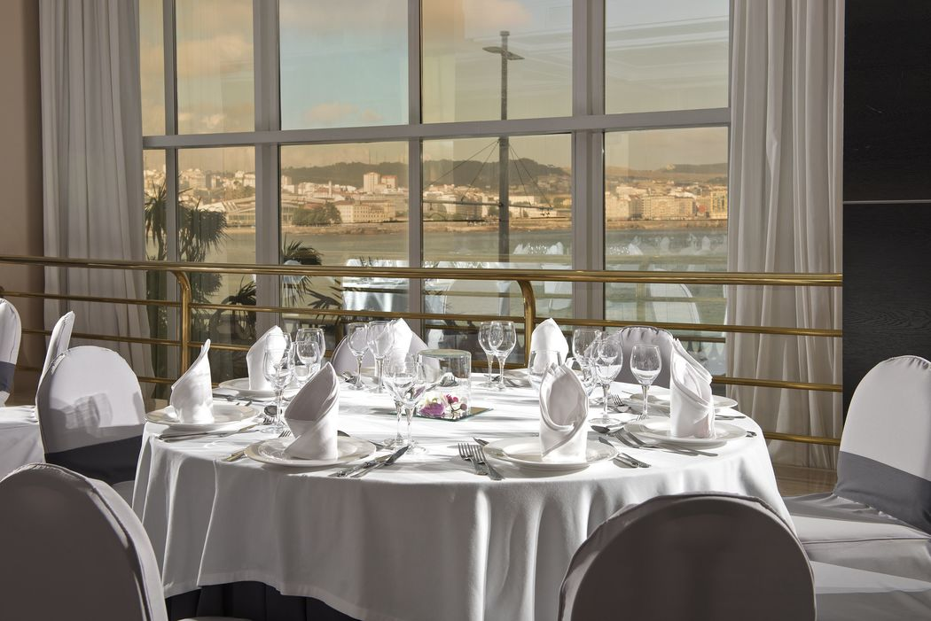 Montaje para bodas - Salón Brigantia con vistas al mar