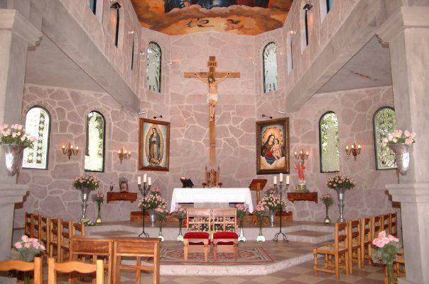 Capilla para ceremonia católica - Foto El refugio del águila