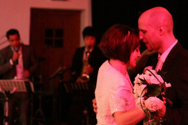 Beispiel: Tanzendes Brautpaar, Foto: MartyC Entertainment.