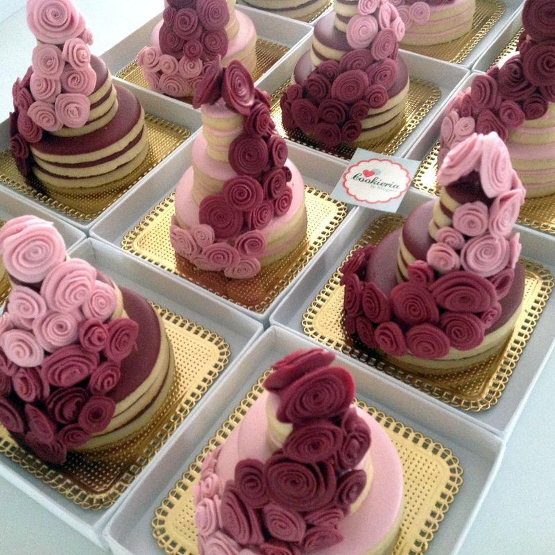 Torre de Biscoitos com Flores de Açúcar Tamanhos diversos