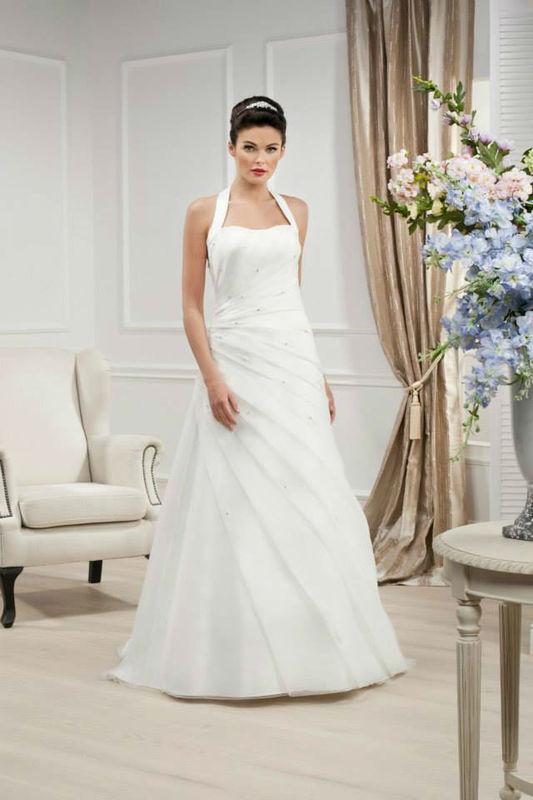 Beispiel: Schlichtes Brautkleid, Foto: Brautmoden Felice.