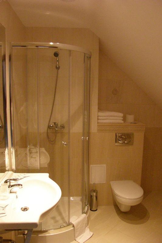 Łazienk w pokoju gościnnym