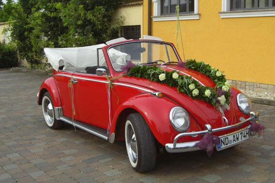 Beispiel: Girlanden fürs Auto, Foto: Blumenkiste.