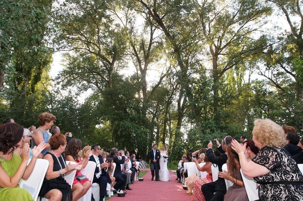 Ceremonia civil en un entorno salvaje
