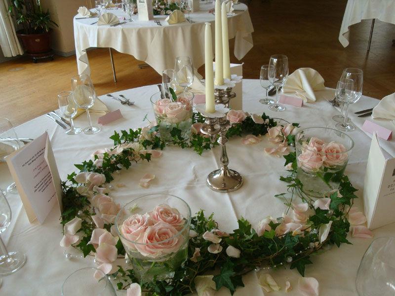 Beispiel: Blumenschmuck für den Hochzeitstisch, Foto: Blütenreich.