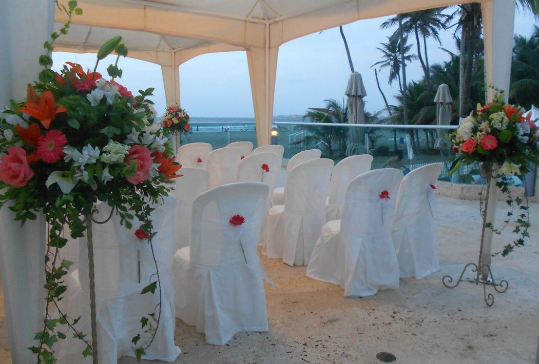 Ceremonia en mirador ubicado frente al mar.