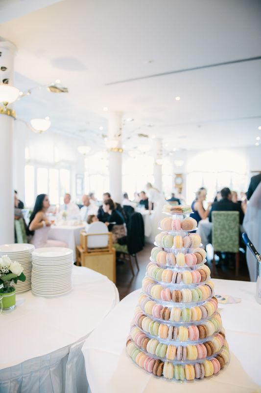REINWEISS Hochzeiten Macarons Candy Bar Hochzeitstorte