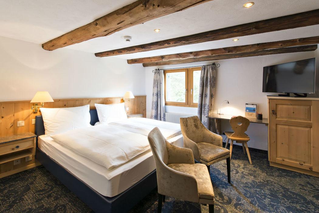 Beispiel: Das Superior Zimmer für das Brautpaar, Foto: Hotel Chesa Rosatsch.