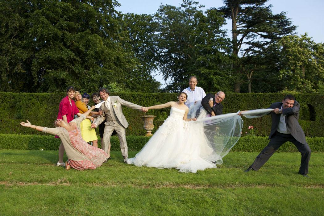 Agence Evolution, la mariée avec les invités.