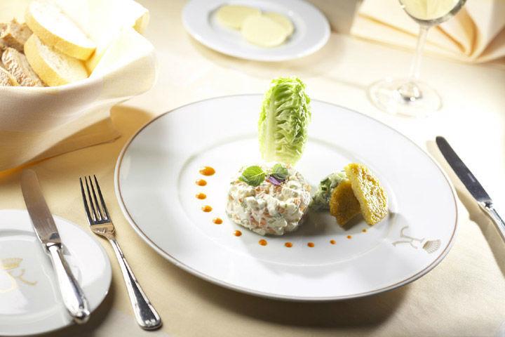 Beispiel: Speisen im Restaurant, Foto: Schlosshotel Obermayerhofen.