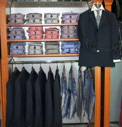 Beispiel: Herrenanzüge, Foto: b7 Anzug Outlet.