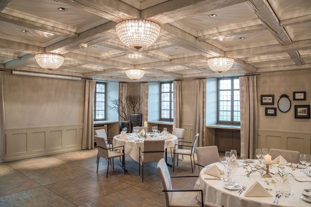 Romantisch sinnlicher Burgensaal, ideal bis 80 Gäste, Foto: Hotel Bad Bubendorf.