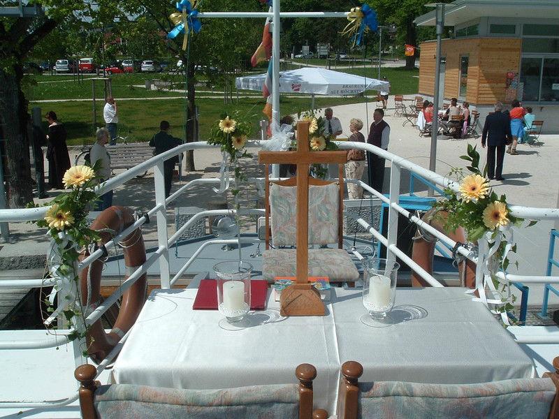 Beispiel: Trauung auf dem Schiff, Foto: Mondsee Schifffahrt.