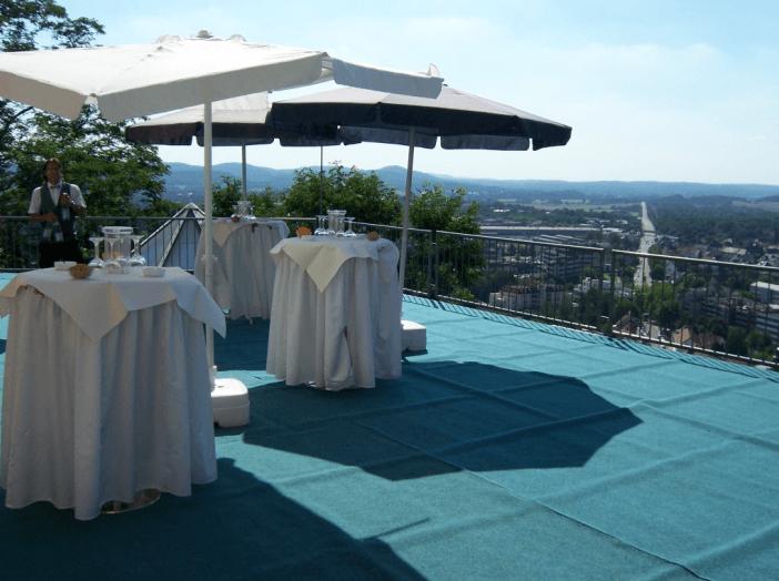 Beispiel: Sektempfang Terrasse, Foto: Schlossberg-Hotel Homburg Saar.