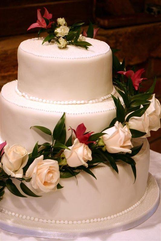 Beispiel: Dreistöckige Hochzeitstorte, Foto: criollo chocolaterie confiserie.