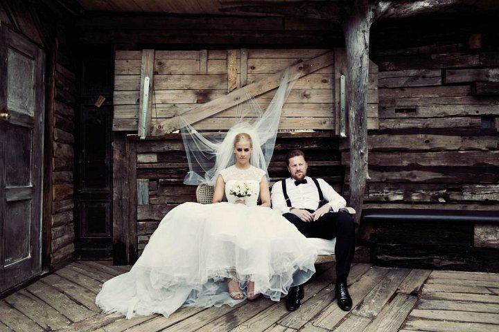 Beispiel: Brautpaar auf Holzterrasse, Foto: Blumentruhe.
