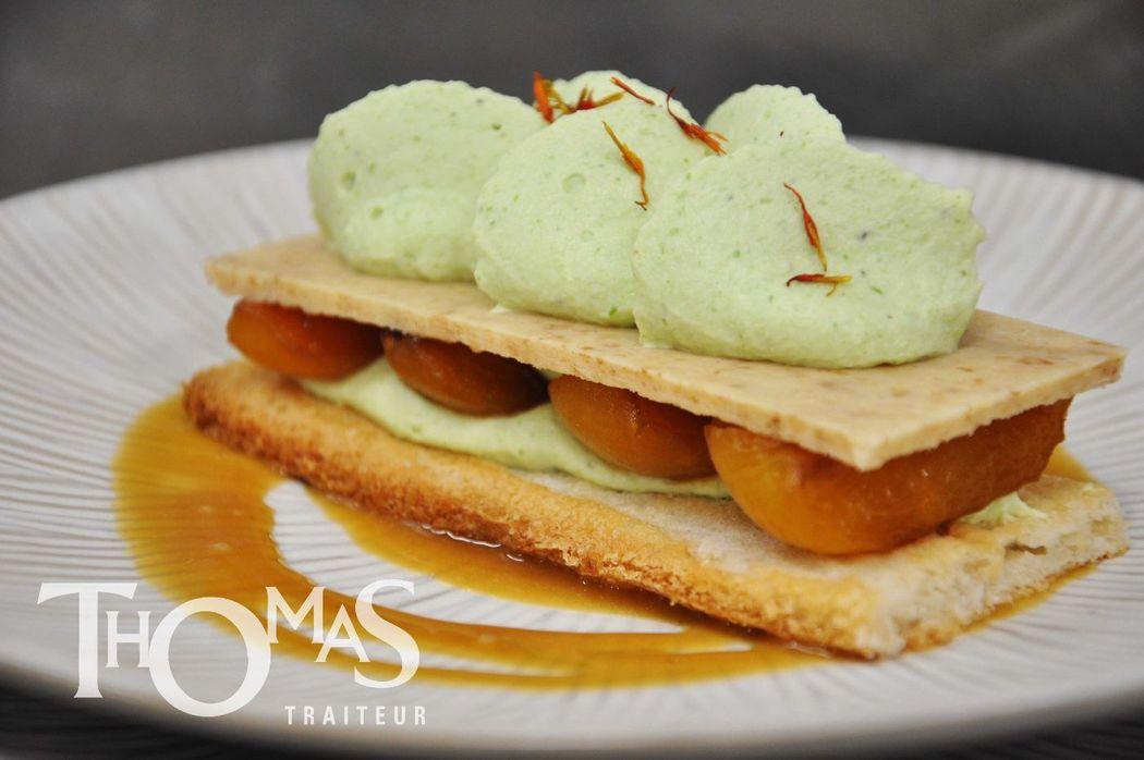 Dessert à l'assiette :  Craquant abricot, romarin et lait d'amande