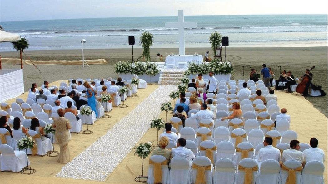Ceremonia religiosa en playa