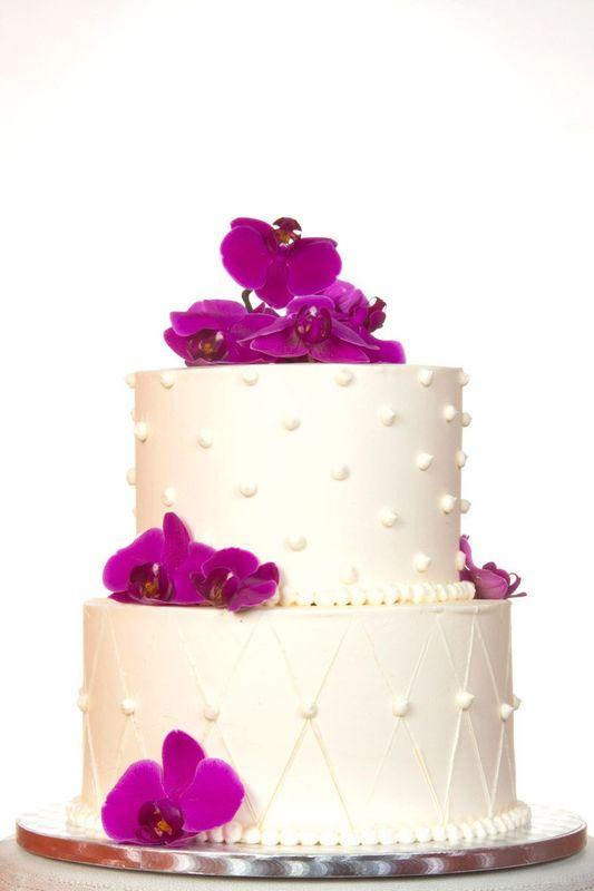 Zweistöckige Hochzeitstorte mit Buttercreme Struktur