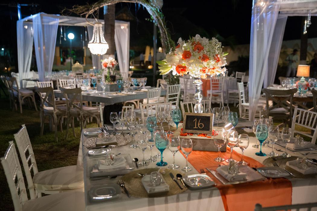 Locación: Son Vida * Fotógrafo: Michaud Films * Decoración:  Estilo campirano con toques coral y azul turquesa * Banquete y Decoración: Banquetes Larekhi