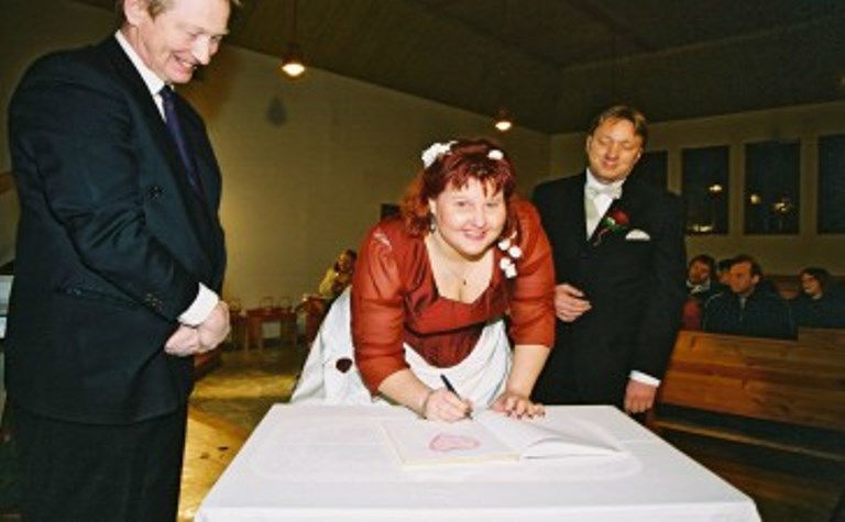 Beispiel: Glückliche Braut, Foto: Johannes Dietl-Zeiner.