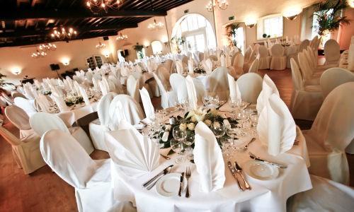 Beispiel: Hochzeitsgedeck, Foto: Schloss Reinach.