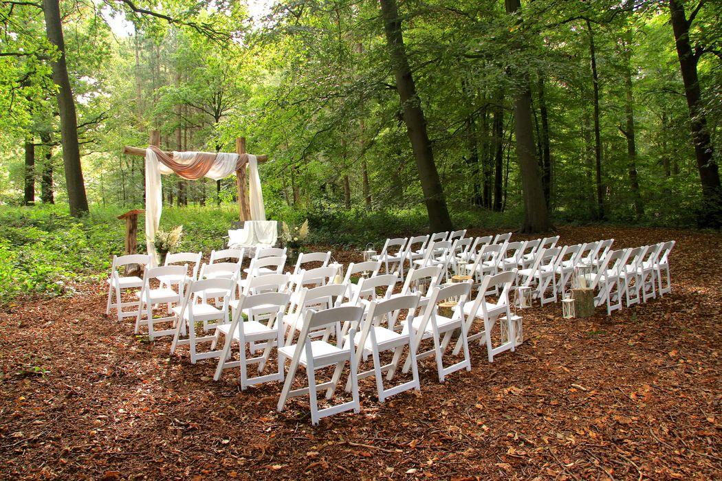 Uniek in de Randstad: trouwen in het bospark van Kasteel Keukenhof.