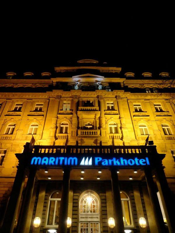Beispiel: Ansicht bei Nacht, Foto: Maritim Park Mannheim.