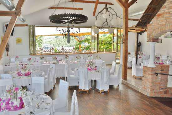 Foto: dekorierter  Hochzeitstisch