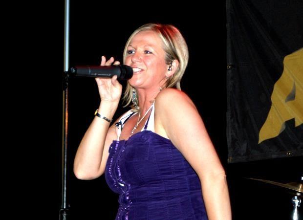 Beispiel: Sängerin, Foto: Atlantis - Die Partyband.