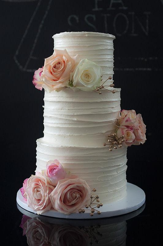 Wedding Cake Buttercreme mit frischen Blumen | Foto: Die Zuckerbäckerin