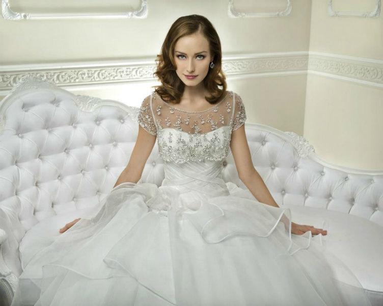 Beispiel: Wunderschöne Brautkleider, Foto: Brautmoden Center Stefanie.