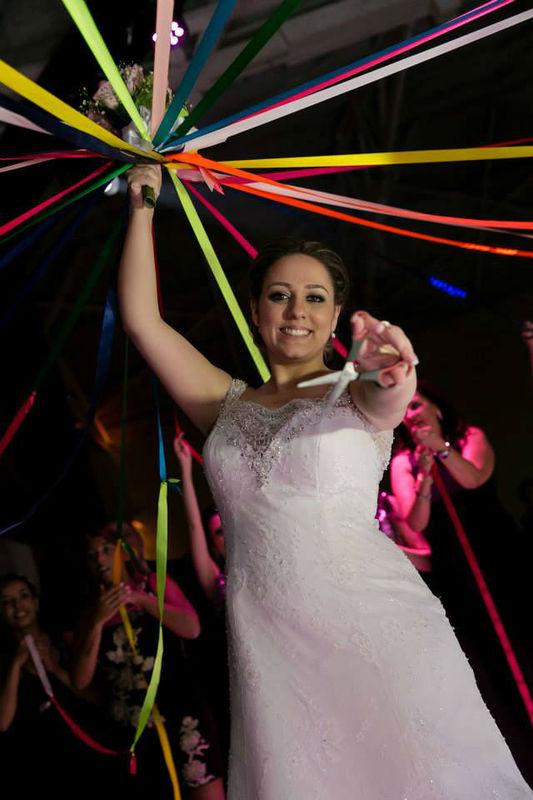 UP Assessoria de Eventos por Vanessa Blanco Buquê de fitas Foto: Revo produções