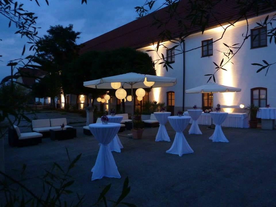 Beispiel: Mobiliar für den Stehempfang, Foto: Die Hochzeitsgestalter.