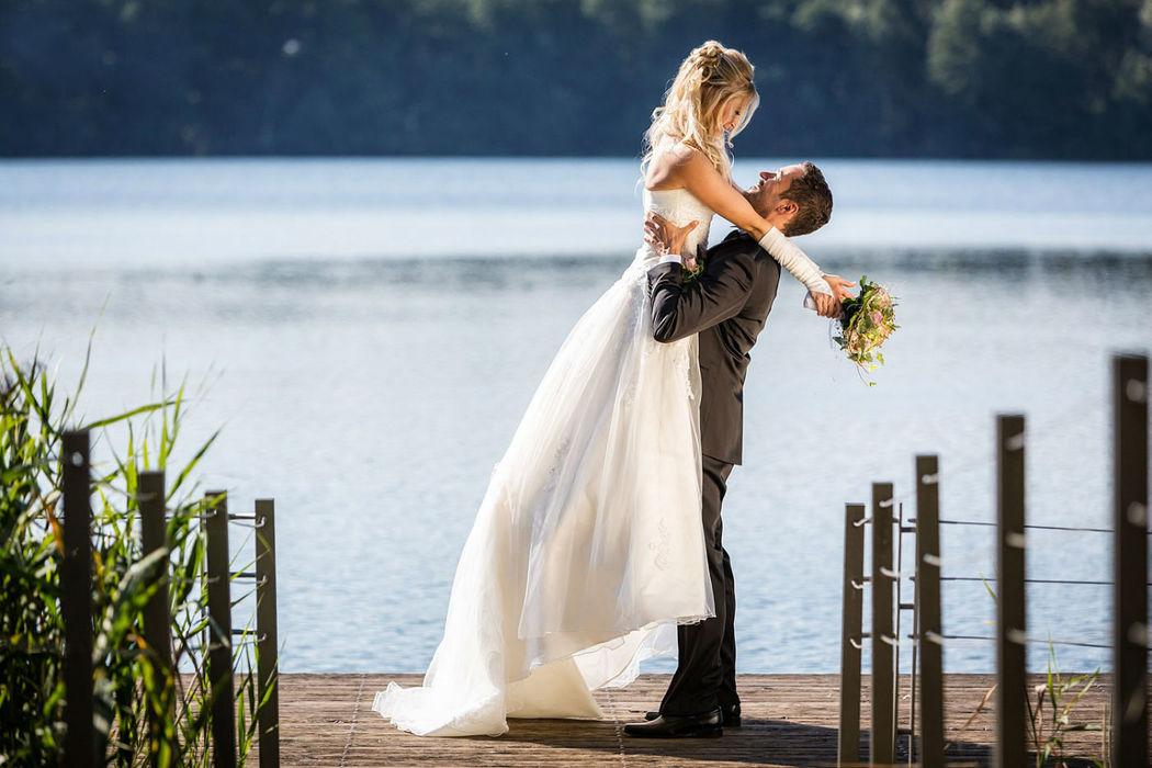 Heiraten in Liebenberg Seehaus, Foto-Emotionen by Iris Woldt, Fotograf, Hochzeitsfotografie Schloss und Gut Liebenberg, Hochzeitsreportagen im Seehaus Liebenberg