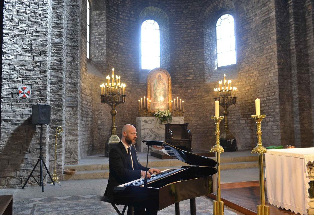 Ceremonia religiosa en el monasterio de Santa María de Ripoll (Girona)