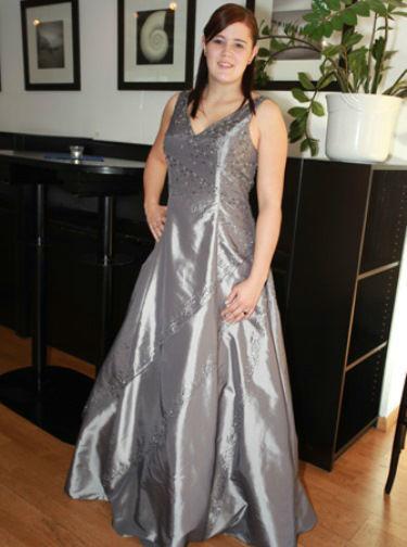 Beispiel: Kleider auch in Übergrößen, Foto: Traut euch Brautsalon Festmode.