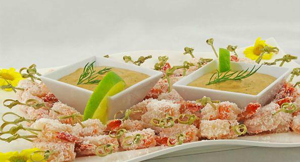 Beispiel: Garnelenspießchen mit würzigem Limonen-Dip, Foto: 4C Catering.