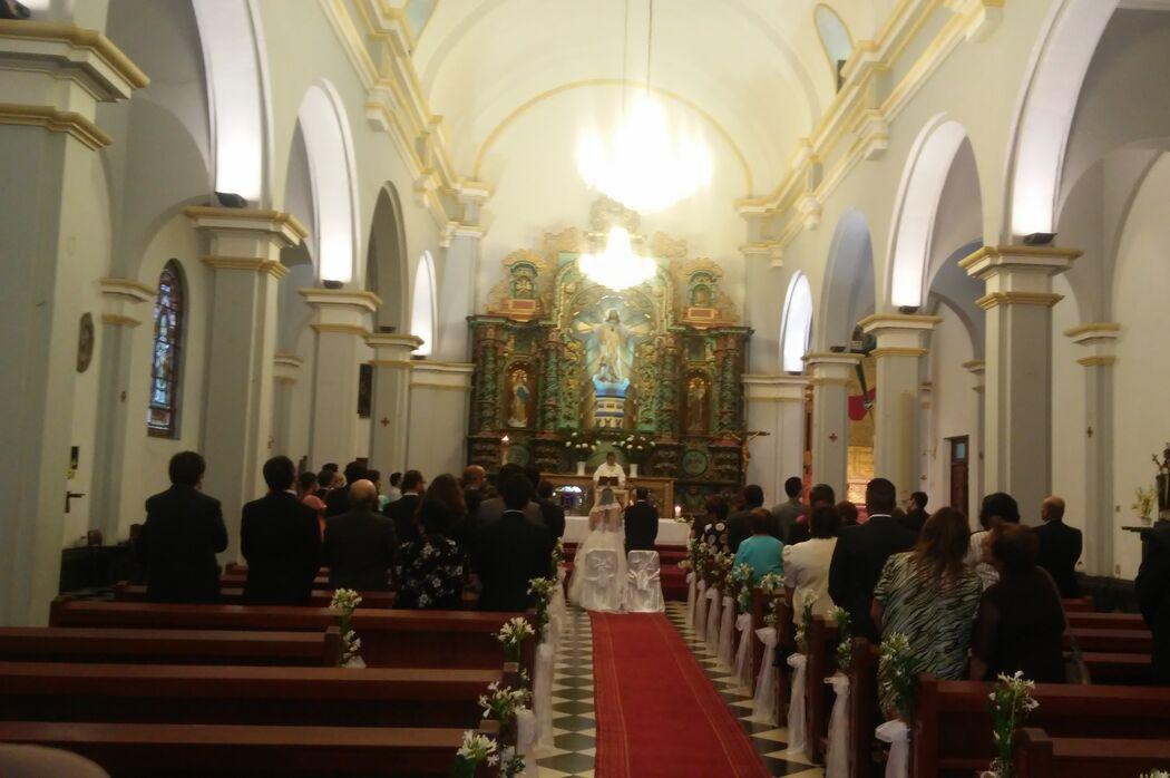 En la boda de mis novios Miri y Renato Iglesia: #sagradocorazondejesuslapunta Locacion y Catering: #reserclub Fotografia y Video: #joserosas