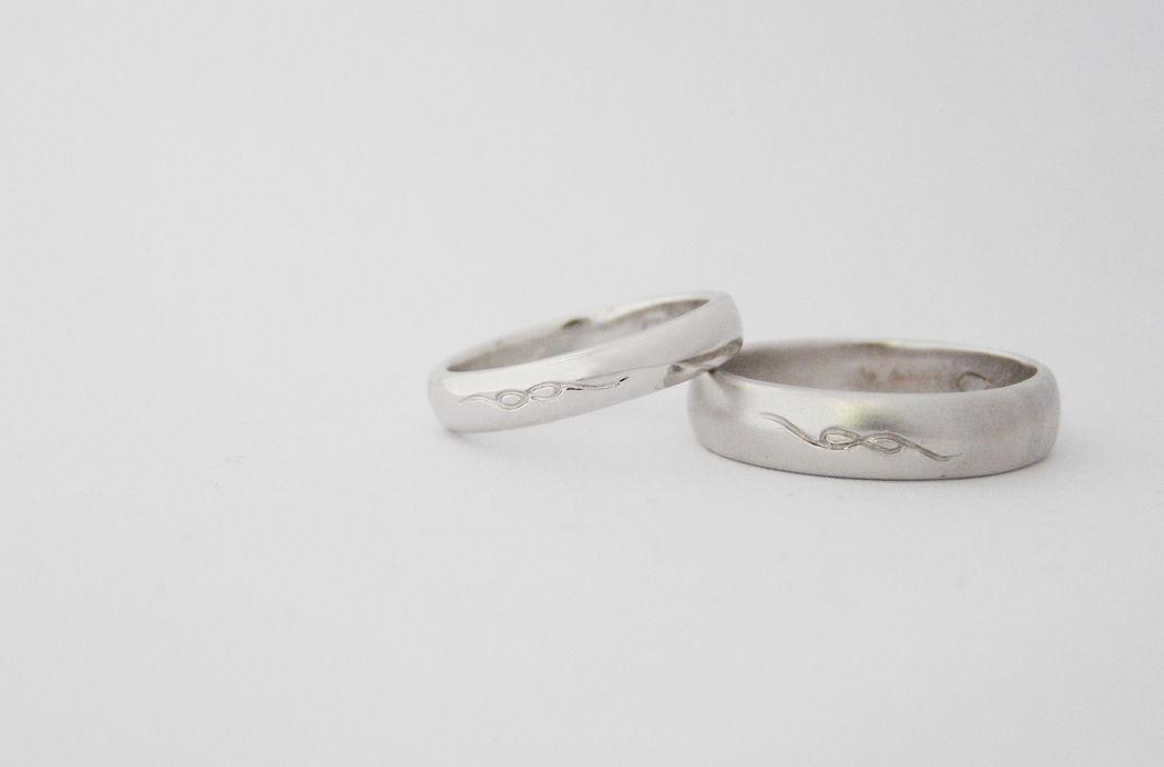 MIOeTUO - anelli in oro bianco con superficie lucida e sabbiata