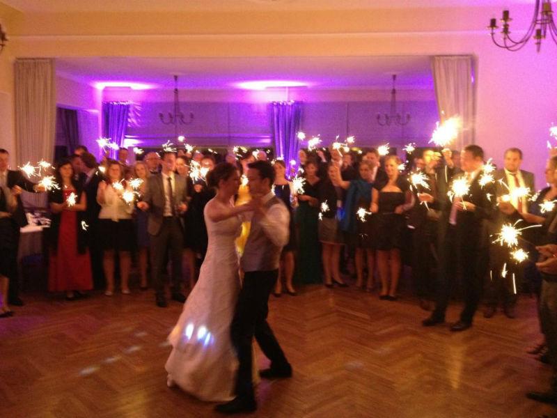 Beispiel: Eröffnungstanz, Foto: Mobile Hochzeits-DJs.