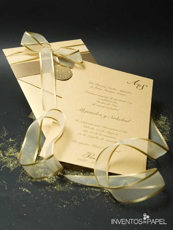 Invitación dorada de matrimonio