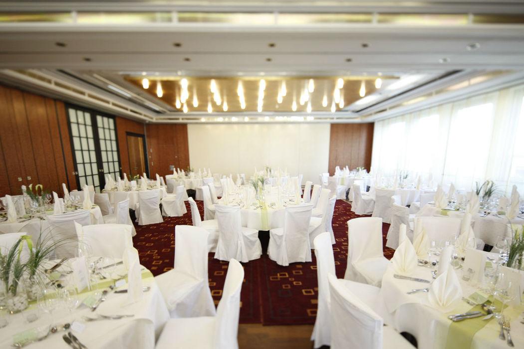 Beispiel: Hochzeitsgedeck, Foto: Parkhotel Schmid.