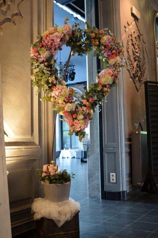 Coeur fleuri décoration salle de réception ou cérémonie