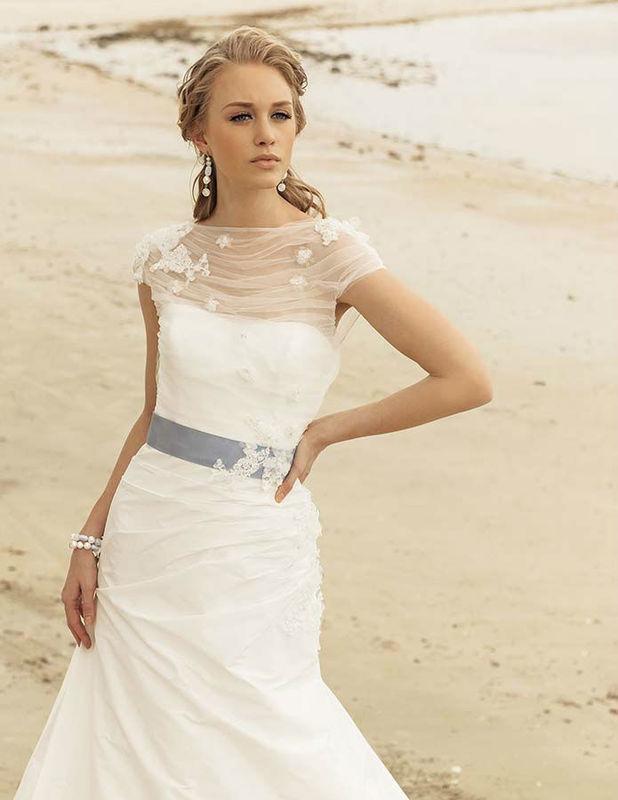 Beispiel: Brautkleid Emilia von Rembo Styling, Foto: Bösckens.