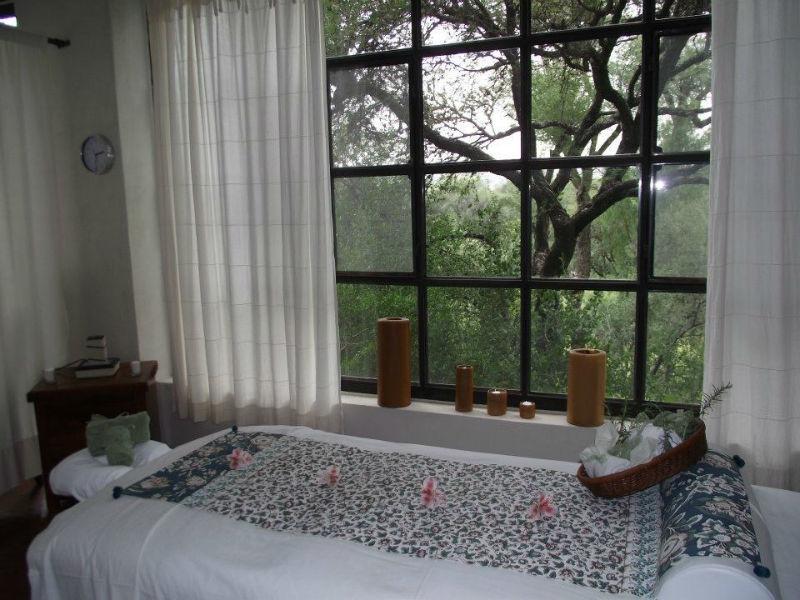 Hotel para banquetes de boda y hospedaje rodeado de áreas verdes - Foto Nirvana