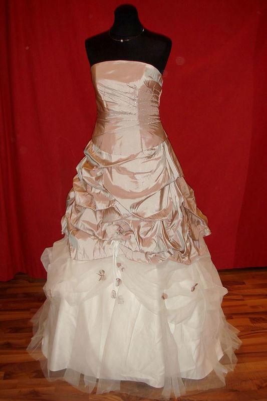 Beispiel: Brautmode zum Wohlfühlen, Foto: Der Brautladen.